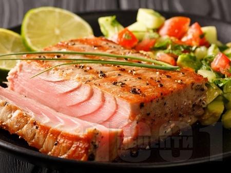 Маринована цитрусова риба тон (филета) на грил / скара - снимка на рецептата